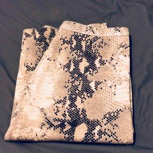 The Limited LikeNew stretchy snakeskin skirt. Sz 6